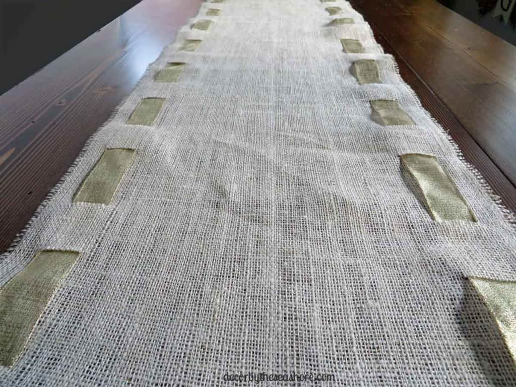 DIY Burlap Table Runner- This burlap table runner is so pretty and perfect for any holiday! Get the full tutorial here! | decorbytheseashore.com