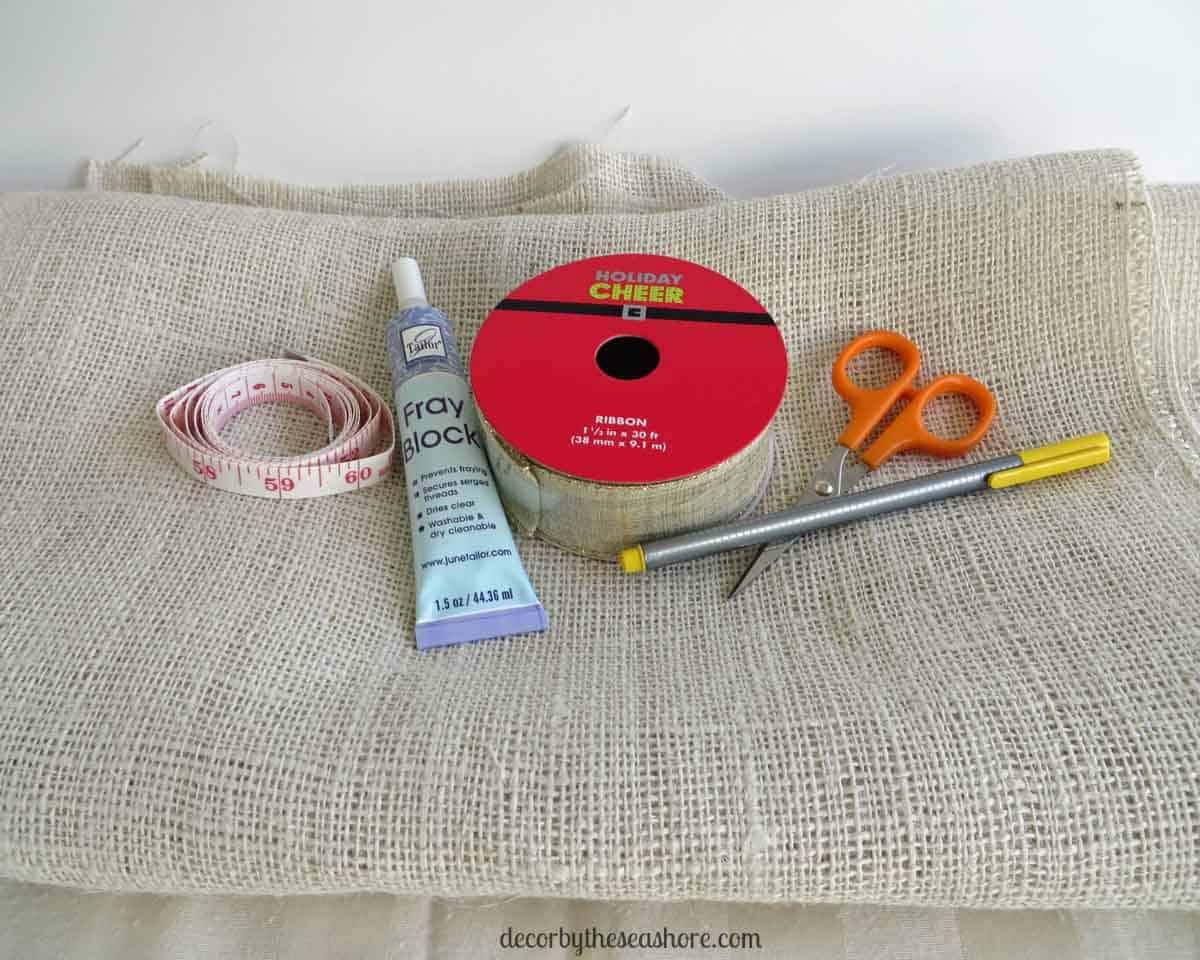 DIY Holiday Burlap Table Runner  This Burlap Table Runner Is So Pretty And  Perfect For