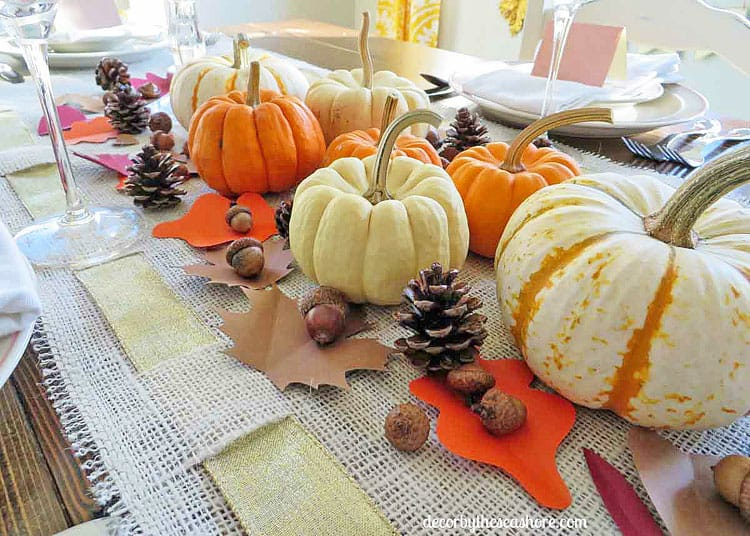 These are some fabulous tips for learning how to decorate your Thanksgiving table on a budget! Love these ideas for Thanksgiving decor that won't break the bank! | decorbytheseashore.com