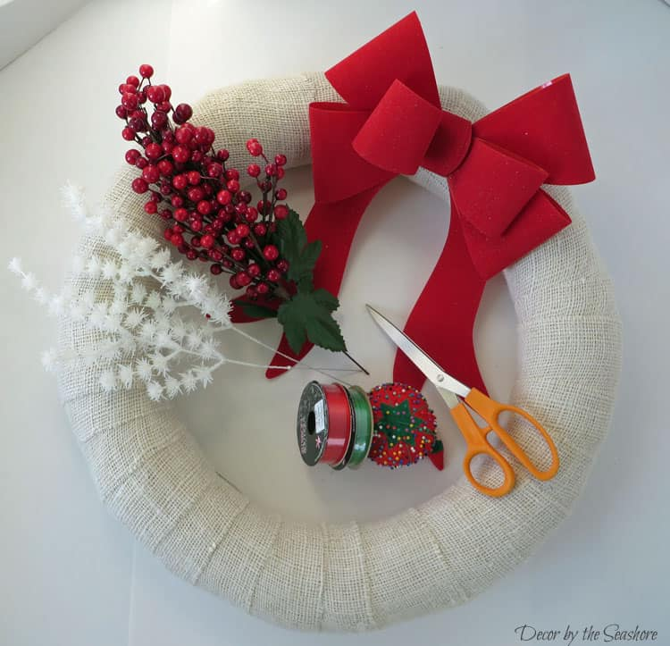 This easy DIY Christmas burlap wreath will make your home look fabulous in time for Christmas! The best part is it's interchangeable, so you can change it for every holiday and season! | decorbytheseashore.com