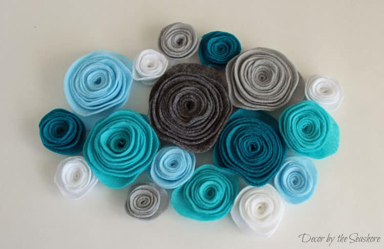 These felt rosettes are so easy to make and they're the perfect addition to this DIY winter burlap wreath! Check out the easy instructions here! | decorbytheseashore.com