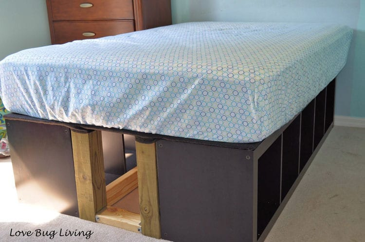 Creative ways to add storage under the bed decor by the Under bed book storage