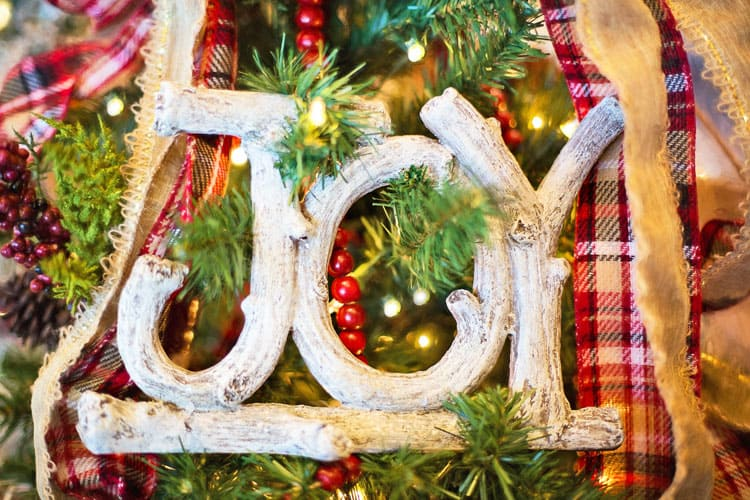 if youre pressed for time and money these easy christmas decorating ideas will