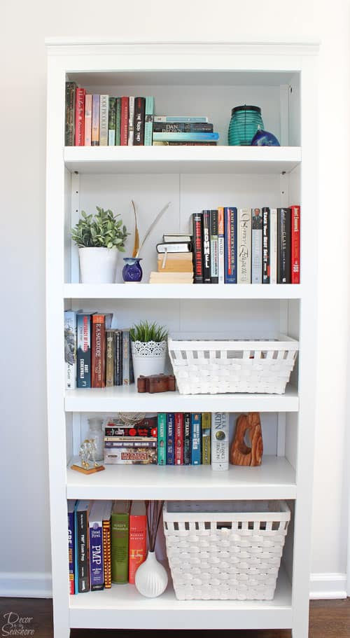 Book lovers take note! It's actually super simple to style a bookshelf! Follow these easy instructions to decorate your bookcase like the professionals without spending a dime!   decorbytheseashore.com